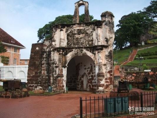 概述:马六甲古城门是一座西欧式的古