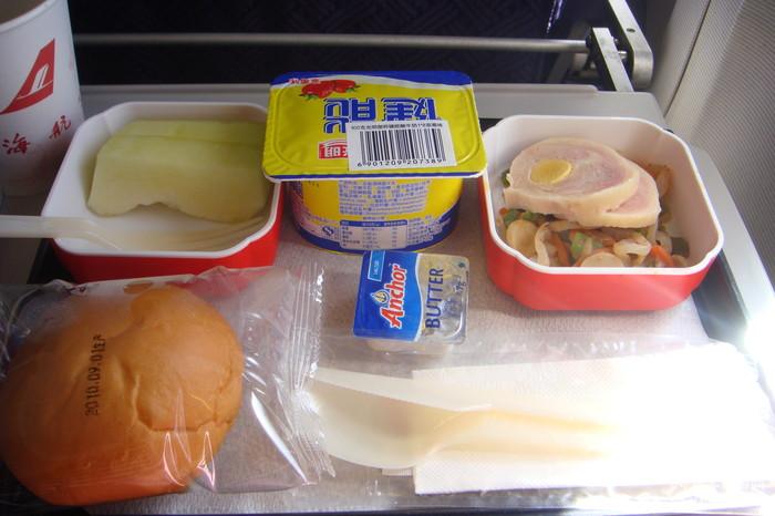 只有上航飞富山~机上的飞机餐