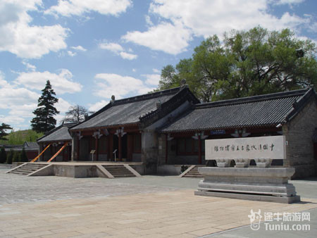 景点交通 赤峰长途汽车站每天6:00到9:20间,每隔40分钟有赤峰到天山镇