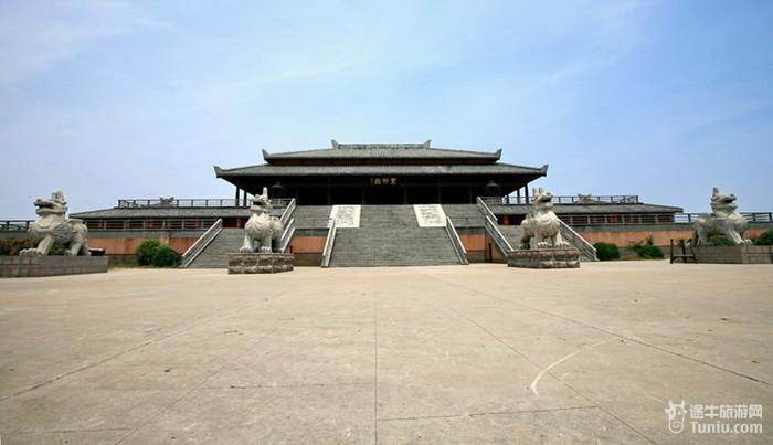 徐州汉城不仅是中央电视台外景基地,同时也是两汉文化的教育基地;不仅图片
