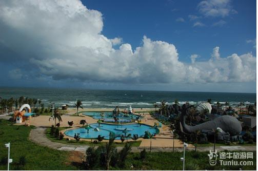大角湾海滨浴场经闸坡旅游开发总公司多年投资建设,旅游设施已日