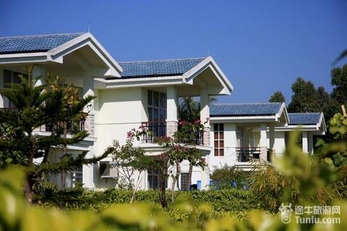 温泉度假区总占地面积60万多平方米,设有日本风情,巴厘岛风情,南美