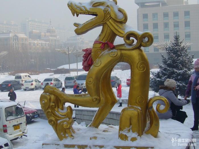 哈尔滨/*龙塔外龙的雕塑: