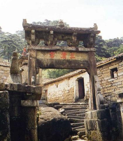 三清宫景区,是三清山的人文景观,道教古建筑群的中心,人文...