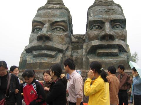 黄河是中华民族的摇篮,也是一条害河,自秦汉以来平均三年...