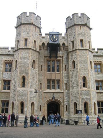 伦敦塔是围绕白塔建造的一个十分有历史意义的城堡
