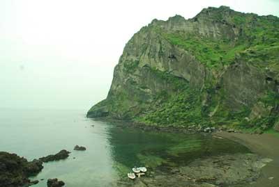 济州岛总面积1826平方公里,包括牛岛,卧岛,兄弟岛,遮归岛,蚊岛,虎岛等