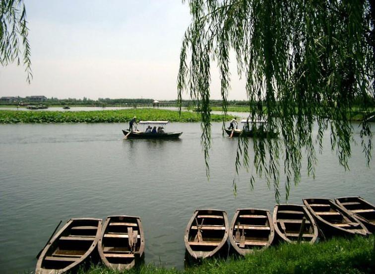 白洋淀左右抵达,后乘船游览【白洋淀文化苑】(游览时间约2.5...