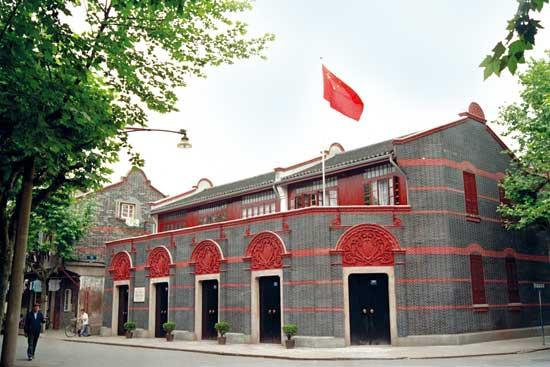 ...一大代表在上海的住所——文博女校,它们的建筑风格是中西合...
