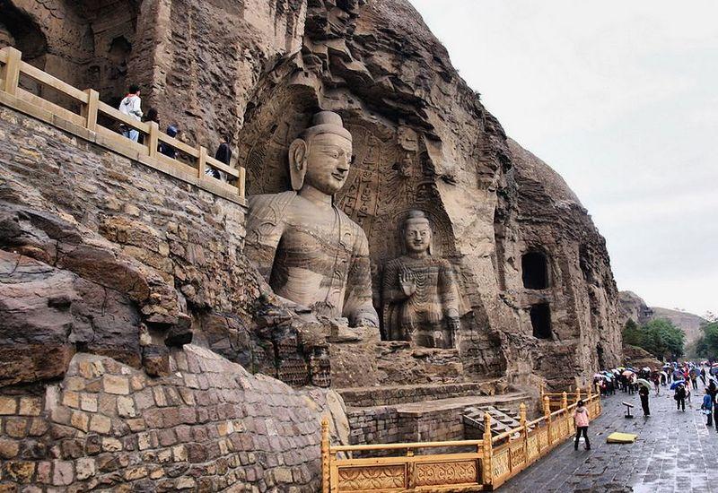 ,造像51000余尊,是我国最大的石窟之一,与敦煌莫高窟、洛阳...