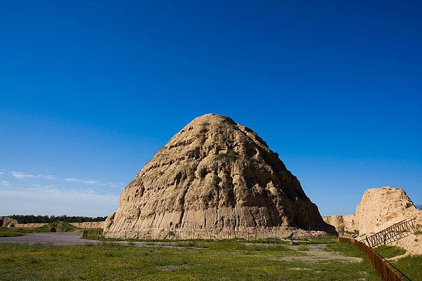事实上,在宁夏旅游的时候,西夏王朝留下的大量历史遗迹,所到...