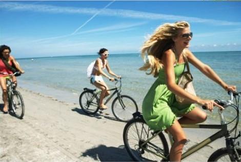 行程:海边单车浪漫下午茶+放风筝(90分钟) 一路上,迎着清新的海风