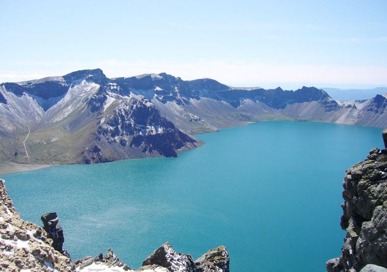 长白山风景区 长白山,位于吉林省延边州安图县和白山市抚松县境内,是